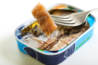 Sliced ​​herring in oil.