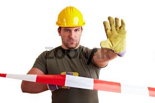 Bauarbeiter hinter Absperrband