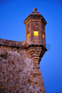 The Guard tower (the Gardjola) of the Singlea bastion in the early morning. Malta.