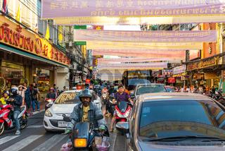 Zahlreiche Märkte, Geschäfte und Straßenküche rund um Samphanthawong, der Chinatown von Bangkok