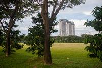 Singapur, Republik Singapur, Blick auf das markante Marina Bay Sands Hotel mit Dachterrasse und Casino