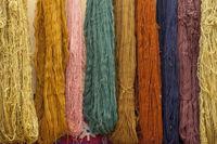 Teppichgarne in einer Teppichfabrik