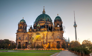 Berliner Dom overview in the morning