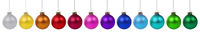 Weihnachten bunte Weihnachtskugeln Kugeln Advent Banner Dekoration in einer Reihe isoliert freigestellt Freisteller