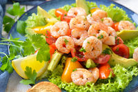 Avocado tomato salad with fried prawns