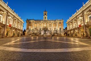Die Piazza del Campidoglio in Rom bei Nacht