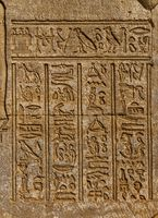 ancient egypt hieroglyphics on wall