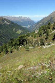 Blick von der Timmelsjoch-Passstrasse ins Ötztal