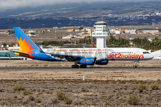 Jet2 Boeing 757-200 Flugzeug Flughafen Teneriffa Süd in Spanien