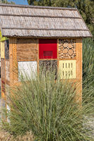 Insect hotel for beneficial organisms and insects