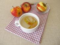 Apple skin tea, brewed tea made from apple peel