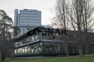 UN-Campus mit Langem Eugen am Rheinufer in Bonn, Deutschland