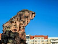 berlin, deutschland - 16.01.2020 - stierbrunnen am arnswalder platz