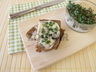 Butterbrot mit Sprossen-Broccoli