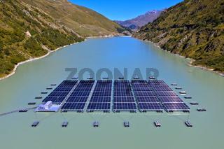 Schwimmendes alpines Solarkraftwerk, Lac des Toules, Bourg-Saint-Pierre, Wallis, Schweiz