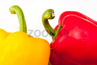 eine rote und gelbe Paprika
