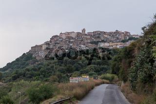 Flair der italienischen Stadt Nicotera - Fassaden in Kalabrien