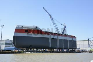 Bau des Eisbrechers | Construction of an icebreaker