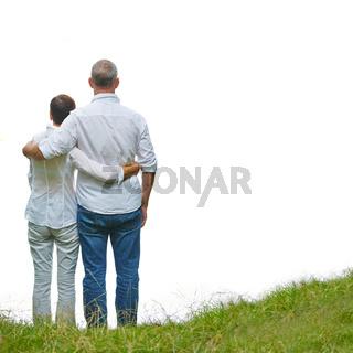Altes Paar schaut gemeinsam nach vorne