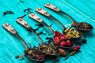 five varieties of loose tea tea spoons