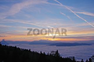 Rheintal im Nebelmeer und Abendlicht