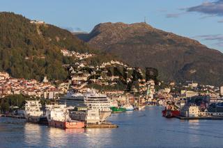 Stadt und Hafen von Bergen in Norwegen