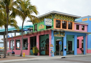 Strassenszene in Fort Myers Beach am Golf von Mexico, Florida