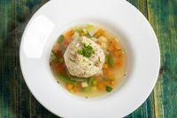Gemüsesuppe mit Knödel