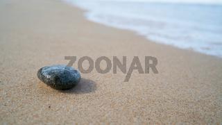 Stein am Strand der Ostseeküste