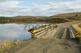 Brücke am Vesturhópsvatn, Vatnsnes-Halbinsel, Nordwest-Island