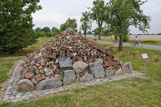 Denkpyramide, Vockfey, Niedersachsen, Deutschland