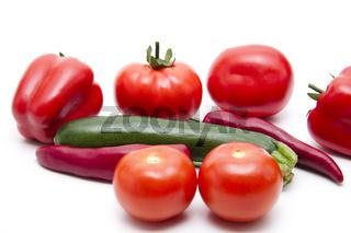 Frische Tomaten mit Zucchini