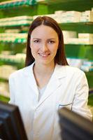 Portrait einer Apothekerin