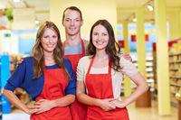 Freundliches Supermarkt-Team