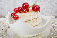 Coconut pastry with currants