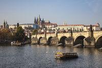 Kralsbrücke und Prager Burg mit St.-Veits-Dom, Prag