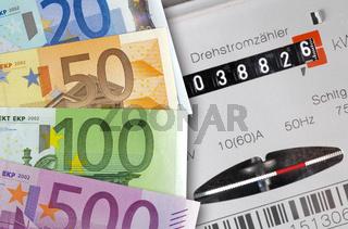 Stromzähler und Euro Banknoten