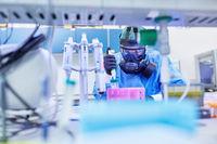 Herstellung von Covid-19 Impfstoff im Biotech Labor