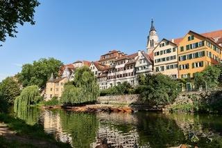 Stadtansicht von Tübingen am Neckar mit Hölderlinturm