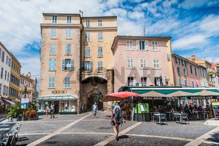 Porte Massillon and café terraces in Hyères