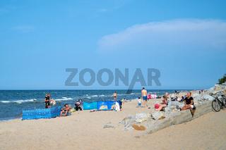 Urlauber am Strand bei Niechorze