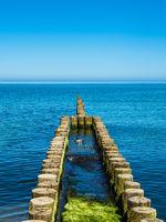 Buhne an der Küste der Ostsee auf dem Fischland-Darß