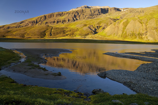 River Gilsá in the valley of the mountain Hoettur and Sandfell in the evening light, Iceland, Europe