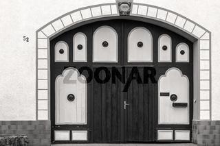 Traditionelle Eingangstuer eines thueringischen Wohnhauses
