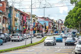 Die Jalan Main Bazaar ist eine der ältesten Straßen des alten Kuching auf Borneo in Malaysia