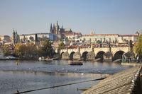 Karlsbrücke und Prager Burg mit St. Veitsdom, Prag