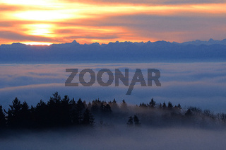 Sonnenaufgang mit Alpenblick
