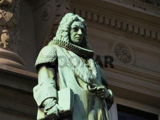 Bronzefigur am Hamburger Ziviljustitzgebäude