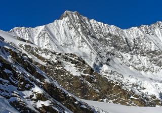 Der schneebedeckte Täschhorn Gipfel der Mischabelgruppe