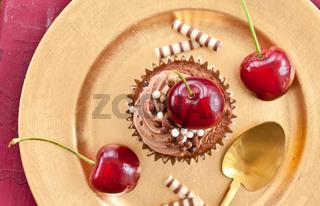 Schoko Cupcake mit Kirschen